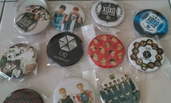EXO BADGES RANDOM 12PCS RM35 INCLUDE POSTAGE
